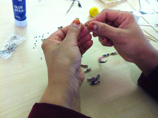 Bracelet making with paper beads in the Time for you session